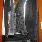 Can you find one or two hidden cats in my closet? / Consegue achar um ou dois gatos escondidos no meu guarda-roupas?